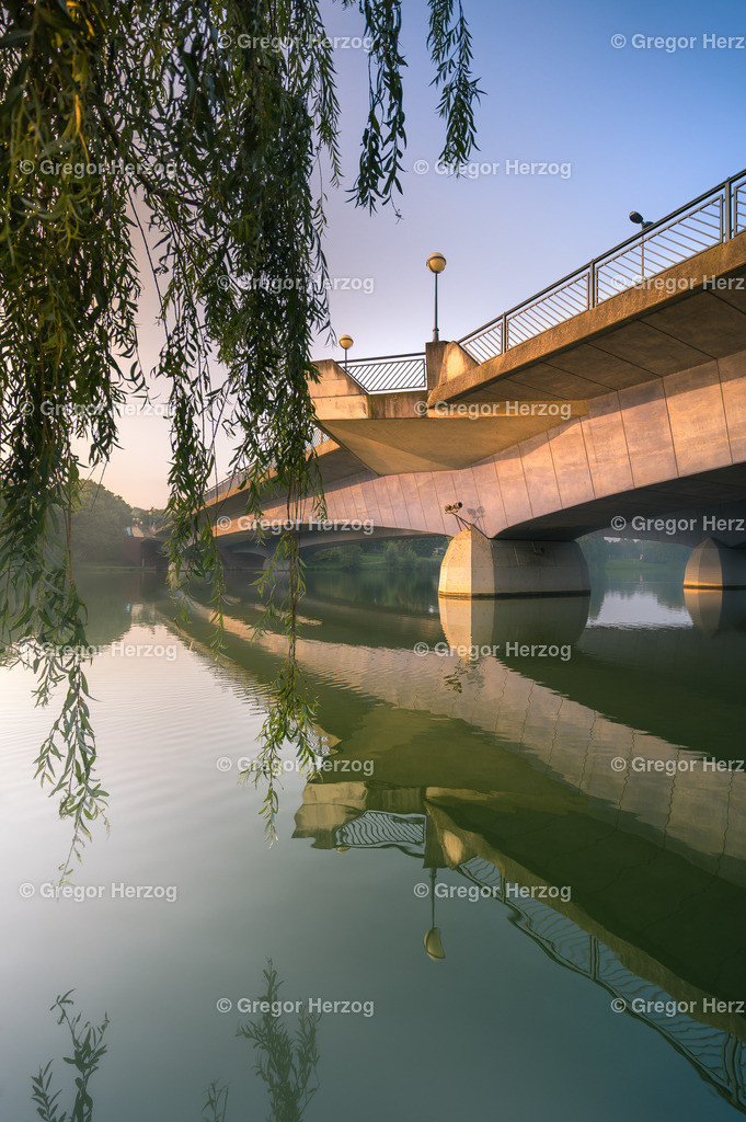 Leuchtende Torminbrücke