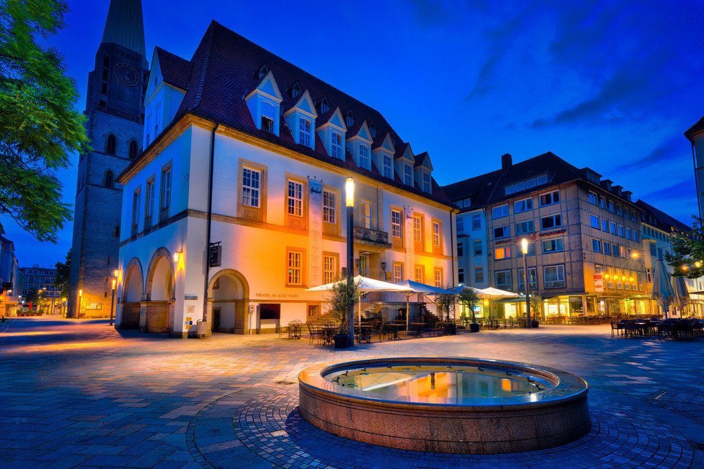 Alter Markt zur blauen Stunde (Bielefeld) | Alter Markt zur blauen Stande in der Bielefelder Altstadt.