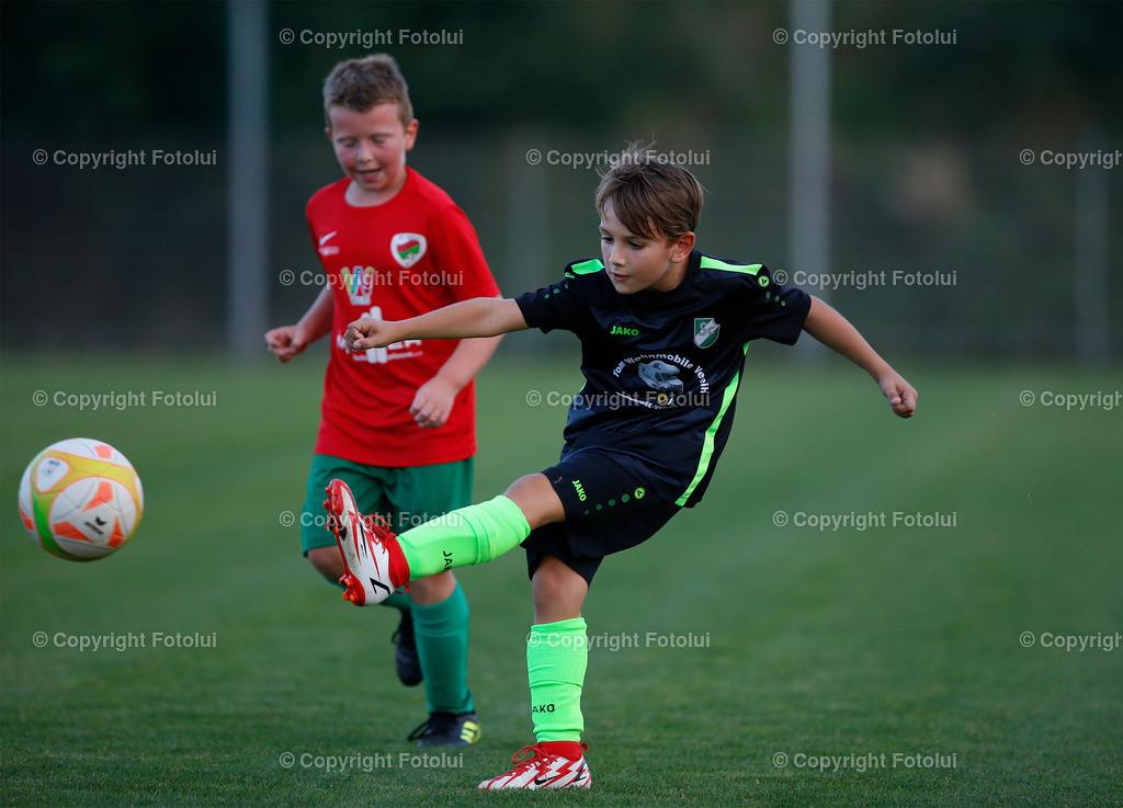 A_LUI27092021_34 | SPORT,FUSSBALL, FC WELS_SC HOERSCHING U 9 27.09.2021 IM BILD: SCHWARZ (HOERSCHING) UND ROT (FC WELS )FOTO:FOTOLUI