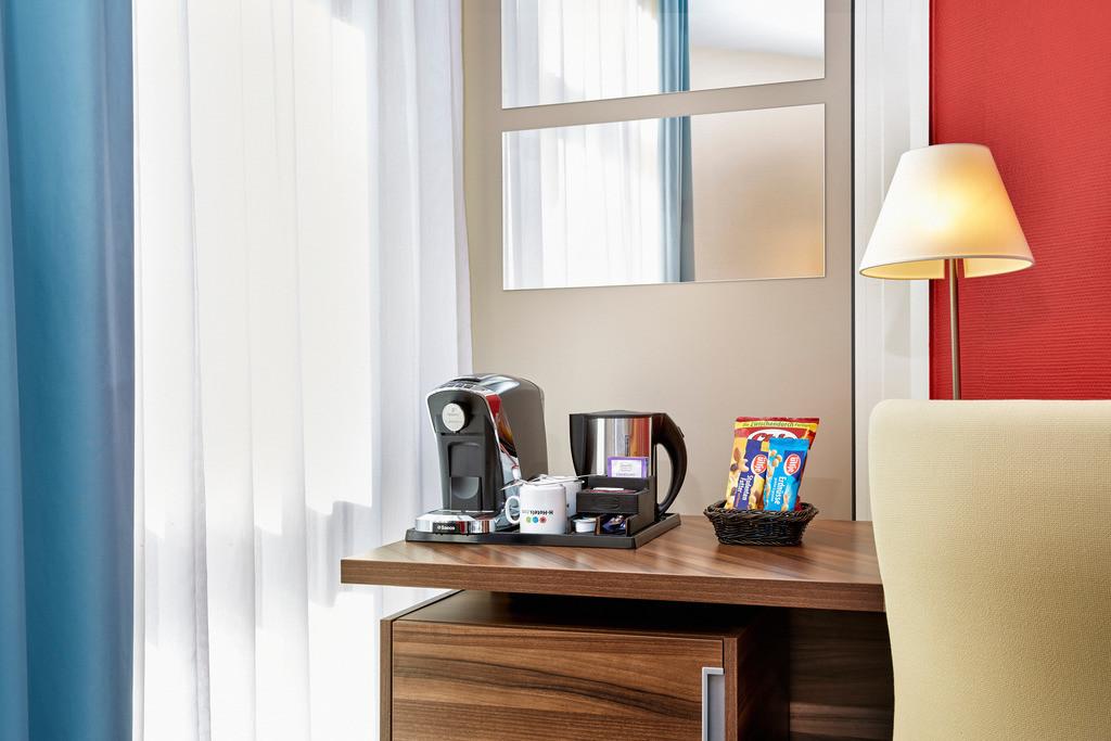zimmer-business-03-hplus-hotel-bruehl-koeln