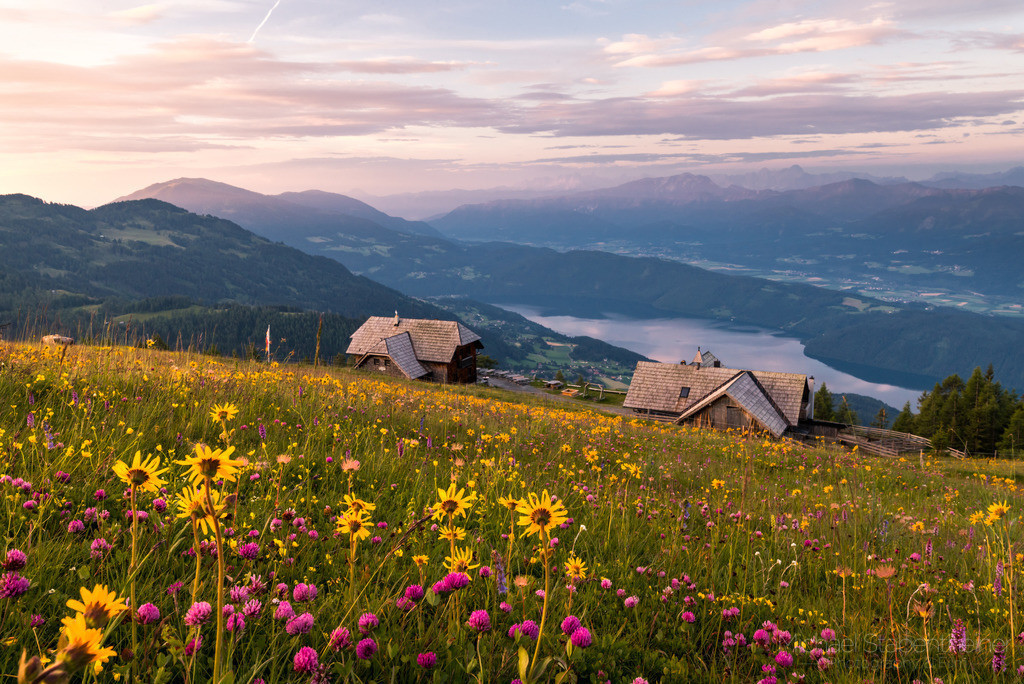 Sonnenaufgang in den Nockbergen   Sonnenaufgang über dem Millstätter See in den Milstätter Alpen