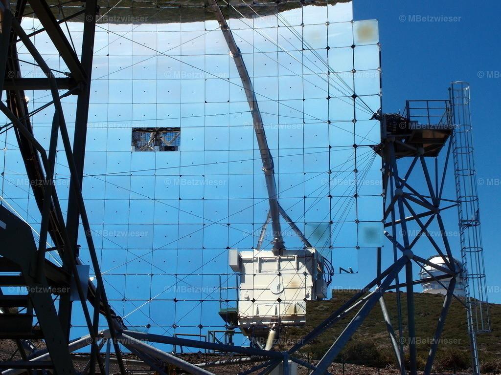 P4253458 | Das CTA Telskop verdeckt fast das weltgrößte Grantecan Teleskop