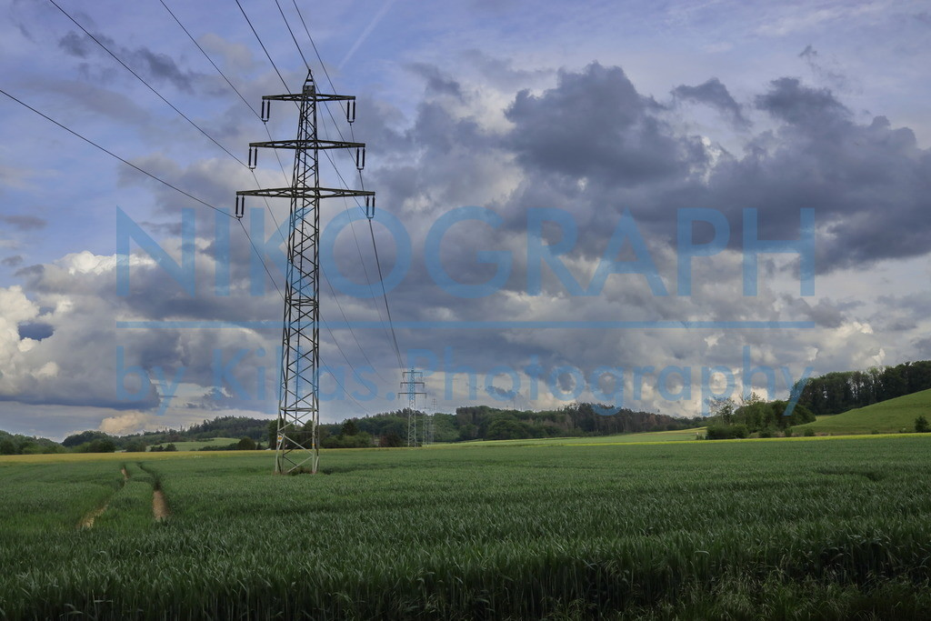 Hochspannungsleitung über den Feldern | Eine Hochspannungsleitung über den Feldern zwischen Hemer und Iserlohn.