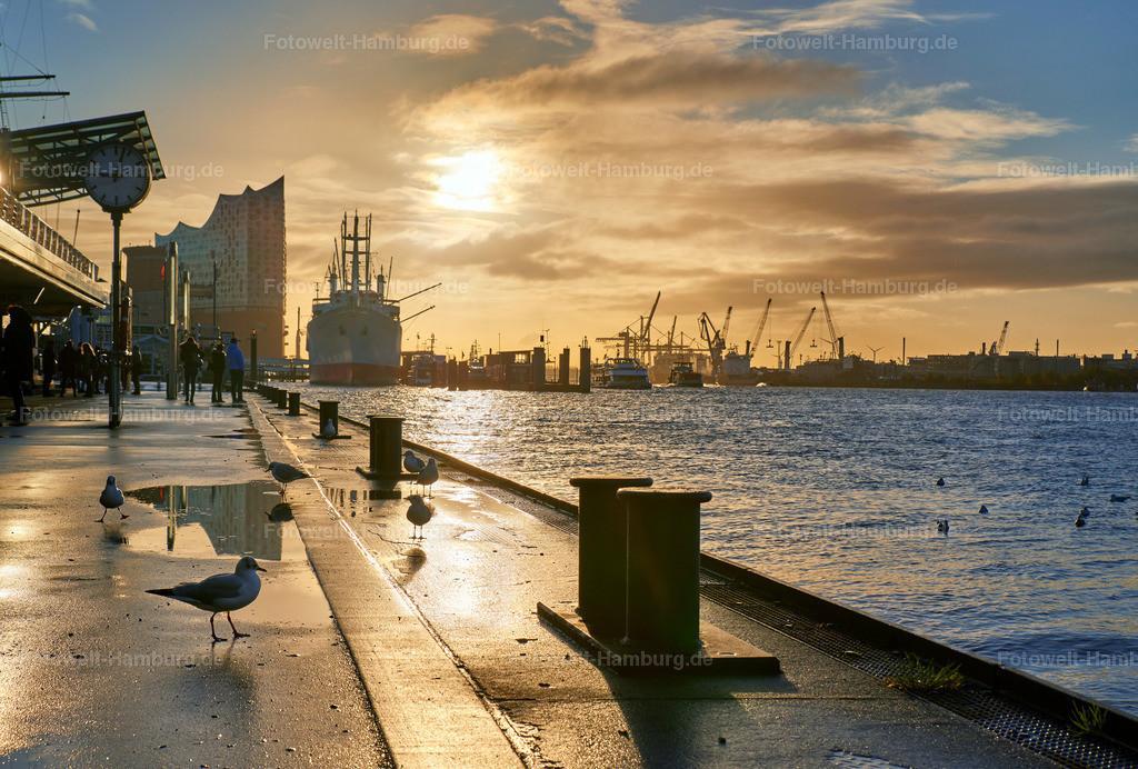11989406 - Morgenstimmung an den Landungsbrücken | Wunderschöne Stimmung an den Landungsbrücken bei Sonnenaufgang