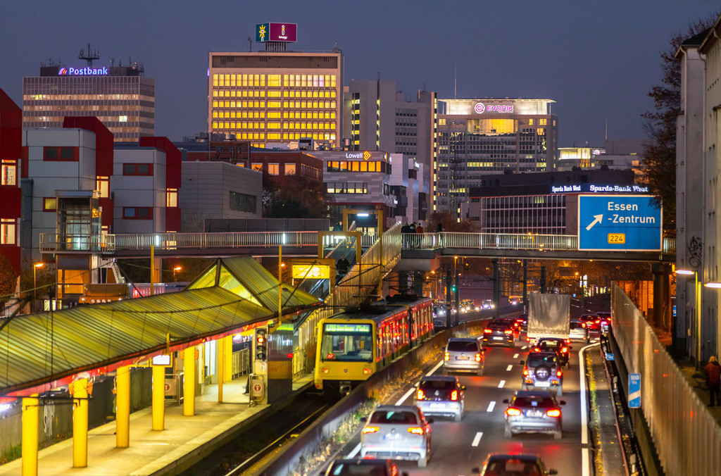 JT-181116-070 | Die Skyline von Essen,