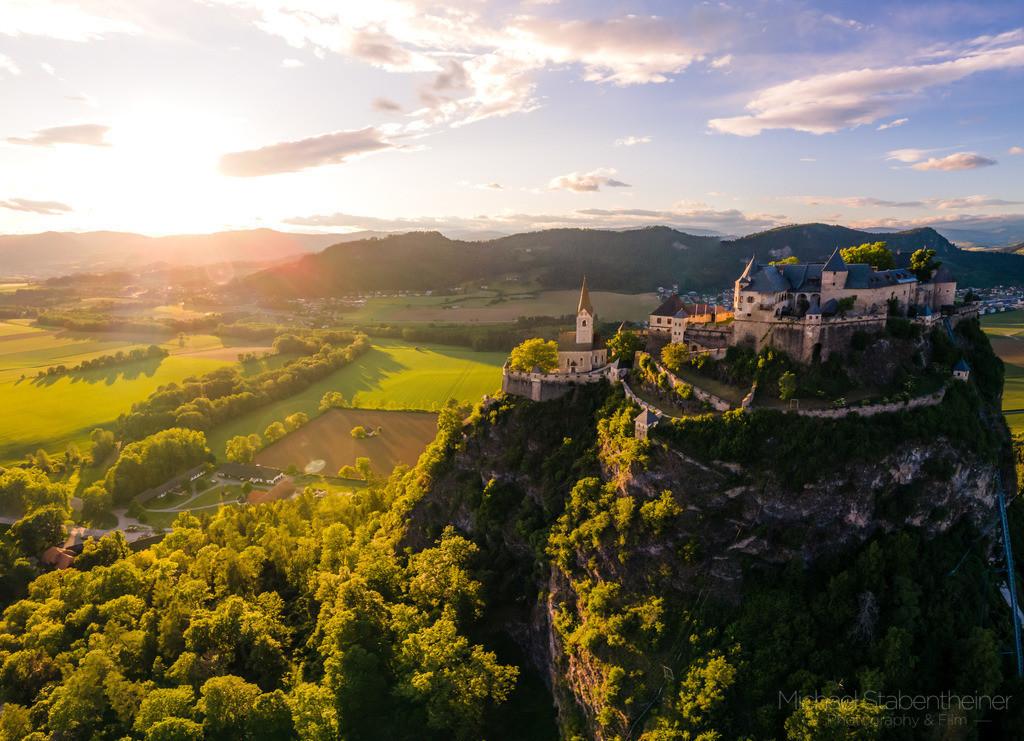 Sonnenuntergang bei der Burg Hochosterwitz   Sonnenuntergang bei der Burg Hochosterwitz