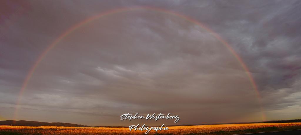 Regenbogen im Sonnenuntergang | Panorama Regenbogen im Sonnenuntergang über Donnersberg