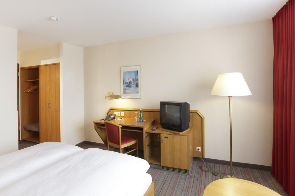 zimmer-doppelzimmer-03-hplus-hotel-solingen