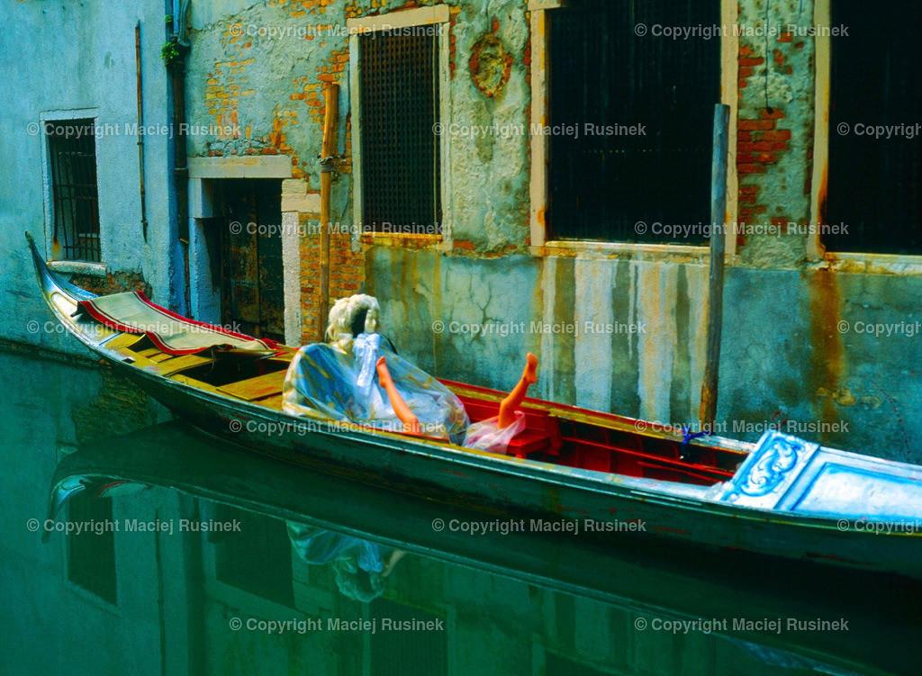 Venedig_3 | Venedig Kanal Aufnahme auf konventionellen Dia Film Material von Fuji Velvia Prof im Jahr 1992, mit Mittelformat Kamera 4,5x6 cm, hochauflösend gescannt,