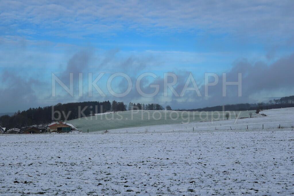 Winterliches Kesbern | Die Felder bei Iserlohn-Kesbern unter einer feinen Schneedecke. Eine winterliche Landschaftsaufnahme.  Kesbern liegt im Norden Iserlohns und gehörte bis 1974 zum Amt Hemer.