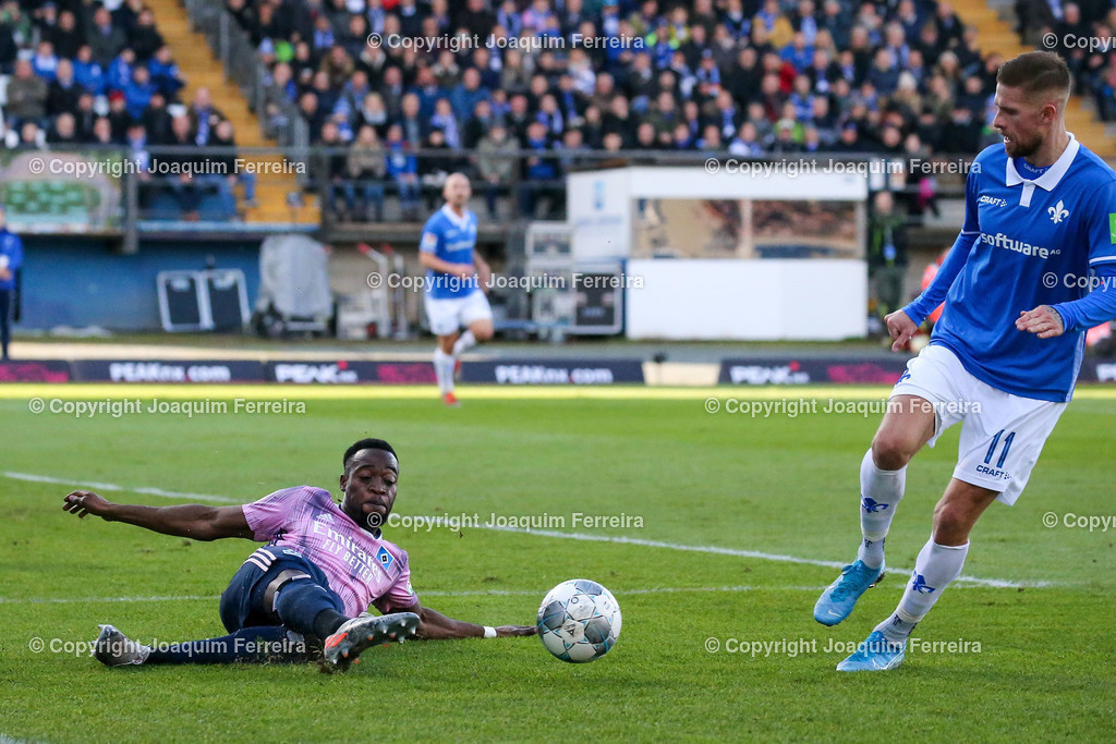 191221svdvshsv_0648 | 21.12.2019 Fussball 2.Bundesliga, SV Darmstadt 98-Hamburger SV emspor, despor  v.l.,  Khaled Narey (Hamburger SV),  Tobias Kempe (SV Darmstadt 98)    (DFL/DFB REGULATIONS PROHIBIT ANY USE OF PHOTOGRAPHS as IMAGE SEQUENCES and/or QUASI-VIDEO)