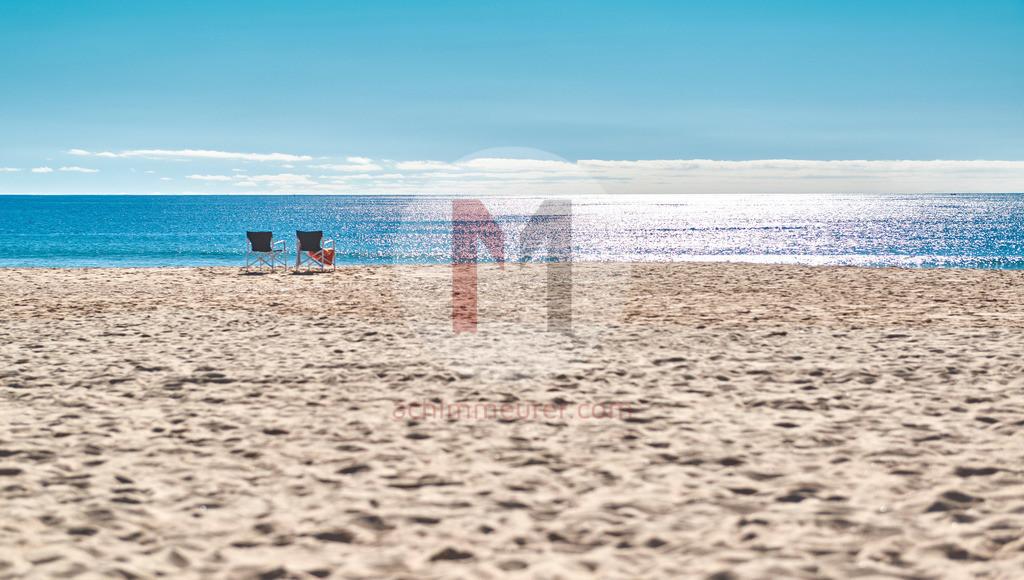 2 Stühle am Strand, Algarve, Portugal