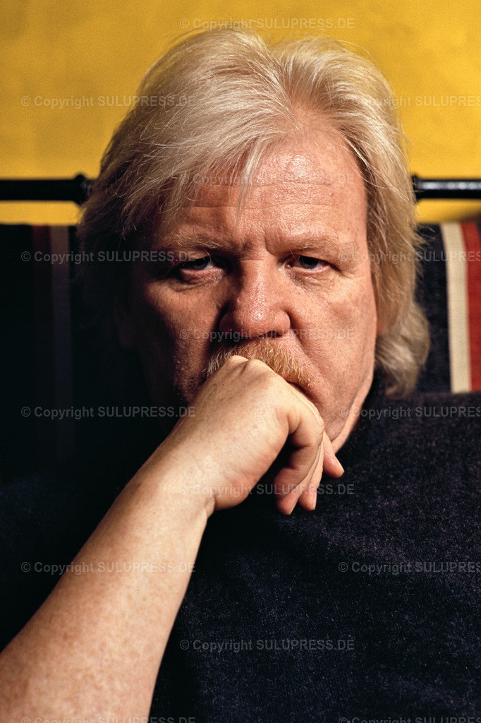 Edgar Froese - Portrait   EXKLUSIV, 21.03.1997, Hamburg, Komponist, Musiker und Künstler Edgar Froese bei einem exklusiven Foto-Shooting in Hamburg. Der Pionier der Elektronischen Musik und Gründer der Band Tangerine Dream stand bei einer Pressekonferenz für ein paar Fotos zur Verfügung. --- Sonderkonditionen: Preisabsprache bei Titelverwendung erforderlich! ---
