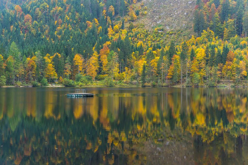 JT-171004-253 | Der Ödensee, Natursee im Salzkammergut. bei Pichl-Kainisch, im Gemeindegebiet von Bad Mitterndorf, Steiermark, Österreich, im Herbst,