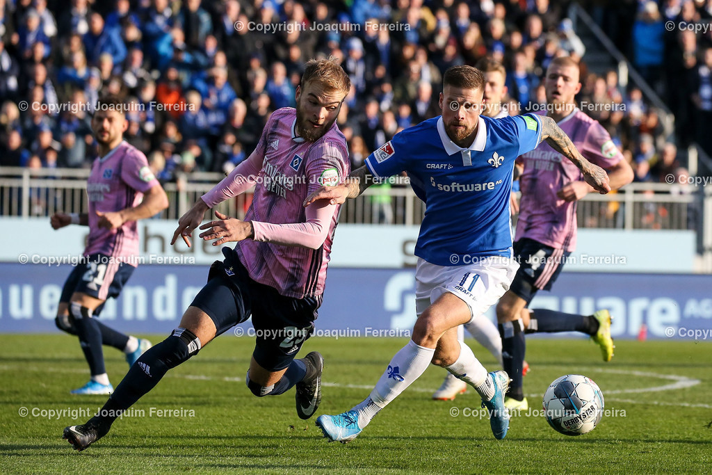 191221svdvshsv_1008 | 21.12.2019 Fussball 2.Bundesliga, SV Darmstadt 98-Hamburger SV emspor, despor  v.l.,  Timo Leibold (Hamburger SV), Tobias Kempe (SV Darmstadt 98), Zweikampf, Action, Aktion, Battles for the Ball    (DFL/DFB REGULATIONS PROHIBIT ANY USE OF PHOTOGRAPHS as IMAGE SEQUENCES and/or QUASI-VIDEO)