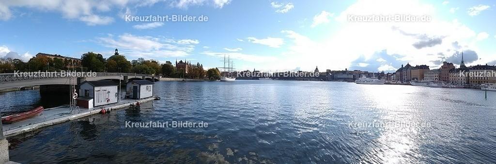 Stockholm Hafen Panorama | Der Blick von Stockholm in Richtung Kreuzfahrtanleger als Panoramabild.