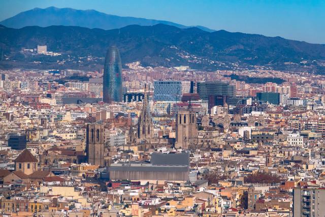Barcelona nördlicher Stadtteil und angrenzende Berge   ESP, Spanien, Barcelona, 17.12.2018, Barcelona nördlicher Stadtteil und angrenzende Berge [2018 Jahr Christoph Hermann]