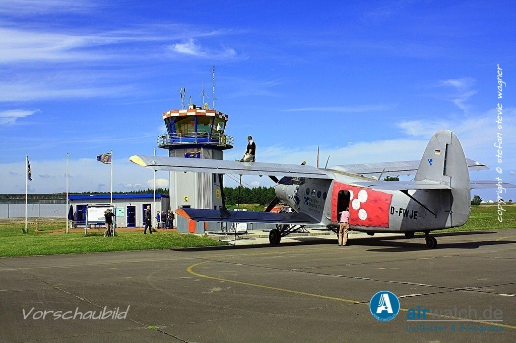 Flughafen Husum, Service-Team, Antonow AN-2, Hasso v. Dammann   Flughafen Husum, Service-Team, Antonow AN-2 • max. 4272 x 2848 pix
