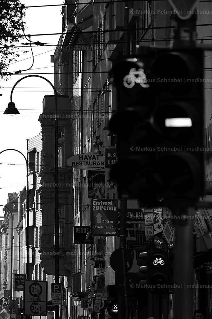 Zülpicher | Ampel mit der Zülpicher Straße im Hintergrund.