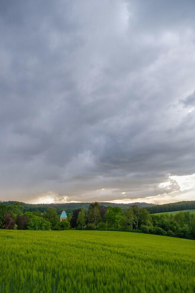 Regenwolken über Kirchdornberg | Regenwolken über Kirchdornberg im Frühjahr.
