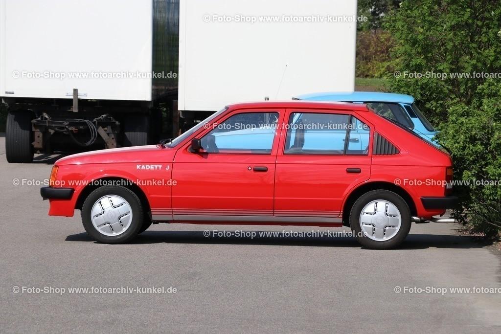 Opel Kadett J Kombi-Limousine 4 Türen, mit großer Heckklappe, 1981-1984   Opel Kadett J Kombi-Limousine 4 Türen, mit großer Heckklappe, Farbe: Rot, Bauzeit: 1981-84, Kadett D, Sondermodell Kadett J (10/1981-9/1984), verschiedene Motoren in der Auswahl,  Leistung 55-90 PS Hersteller: Opel Rüsselsheim, BRD, Deutschland