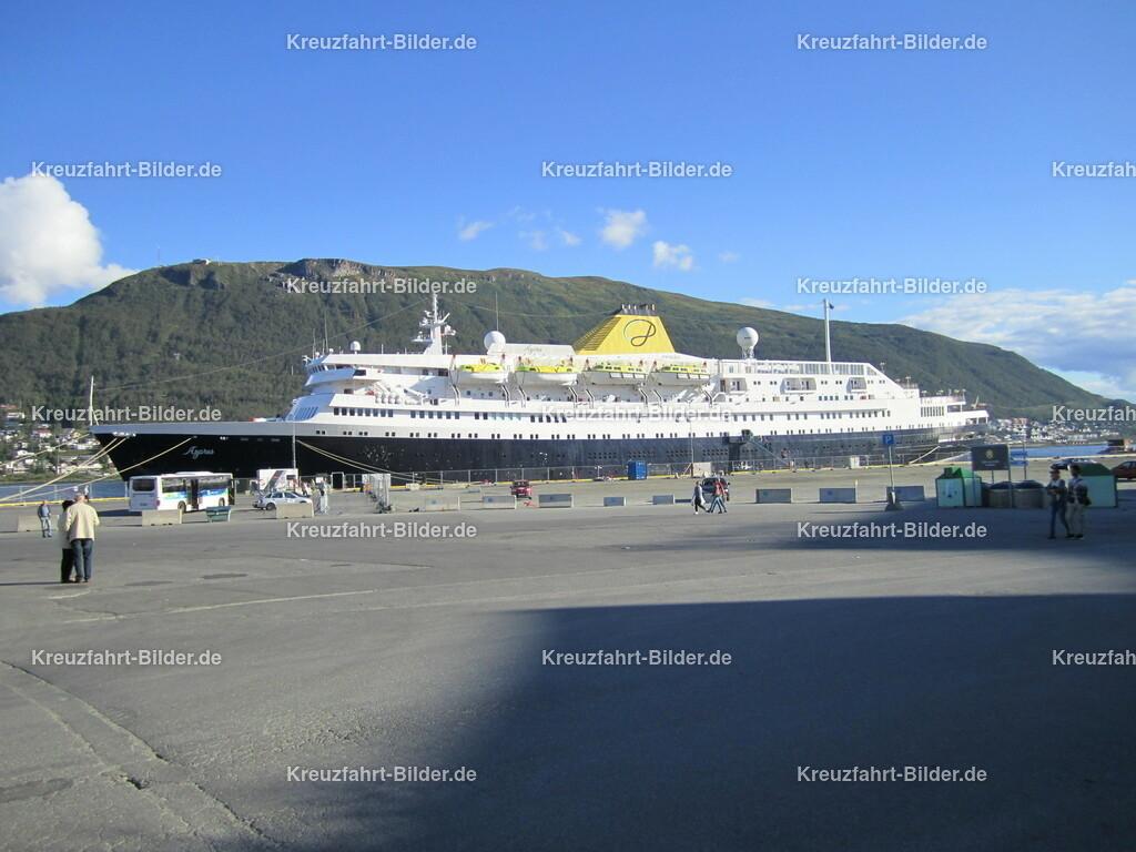 MS Azores in Tromso | MS Azores in Tromso. Die ehemalige MS Stockholm und MS Völkerfreundschaft fährt momentan als das wohl älteste aktive Kreuzfahrtschiff der Welt als MS Astoria auf dem französischen Markt.
