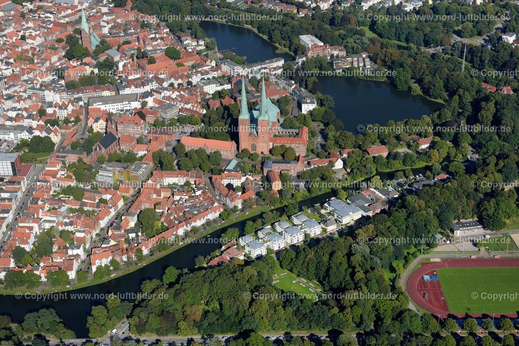 Lübeck_ELS_3772260816 | Lübeck - Aufnahmedatum: 25.08.2016, Aufnahmehöhe: 483 m, Koordinaten: N53°51.527' - E10°40.257', Bildgröße: 7070 x  4718 Pixel - Copyright 2016 by Martin Elsen, Kontakt: Tel.: +49 157 74581206, E-Mail: info@schoenes-foto.de  Schlagwörter:Schleswig-Holstein,Hansestadt,Altstadt,Fachwerk,Holstentor,Luftbild,Luftbilder,