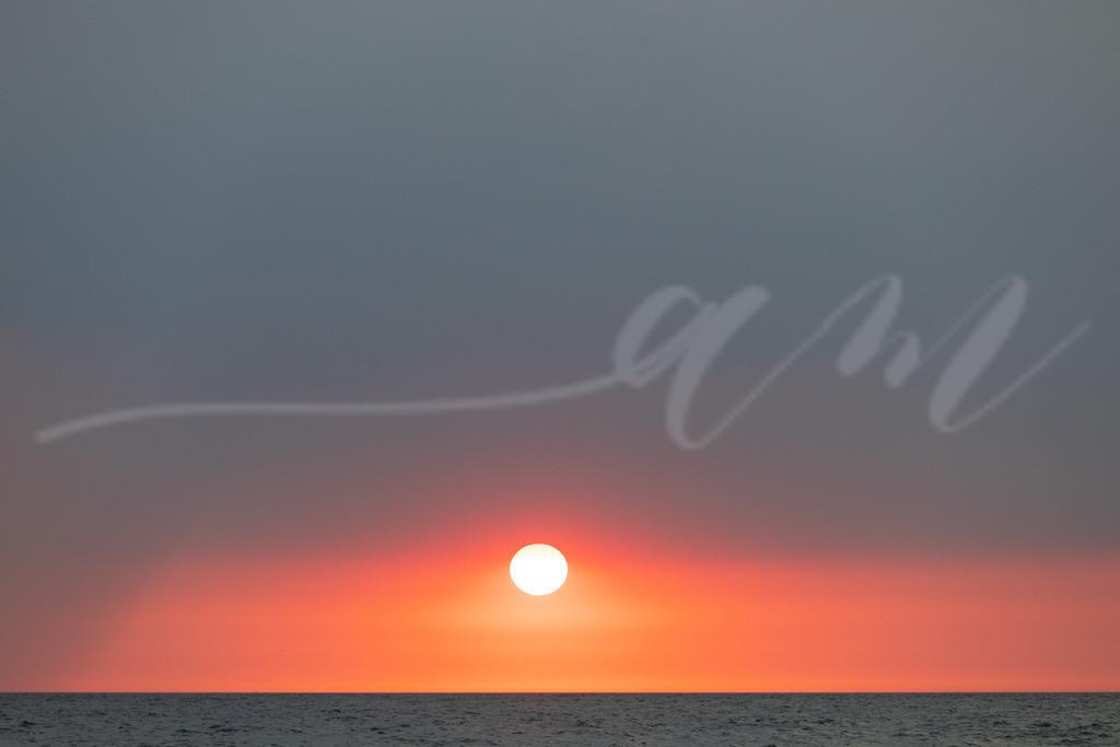 Weniger ist manchmal mehr... | Dieser Titel kam mir spontan in den Sinn, als ich dieses Foto auf dem Bildschirm hatte. Sonnenuntergang über der Nordsee vor Sankt Peter-Ording