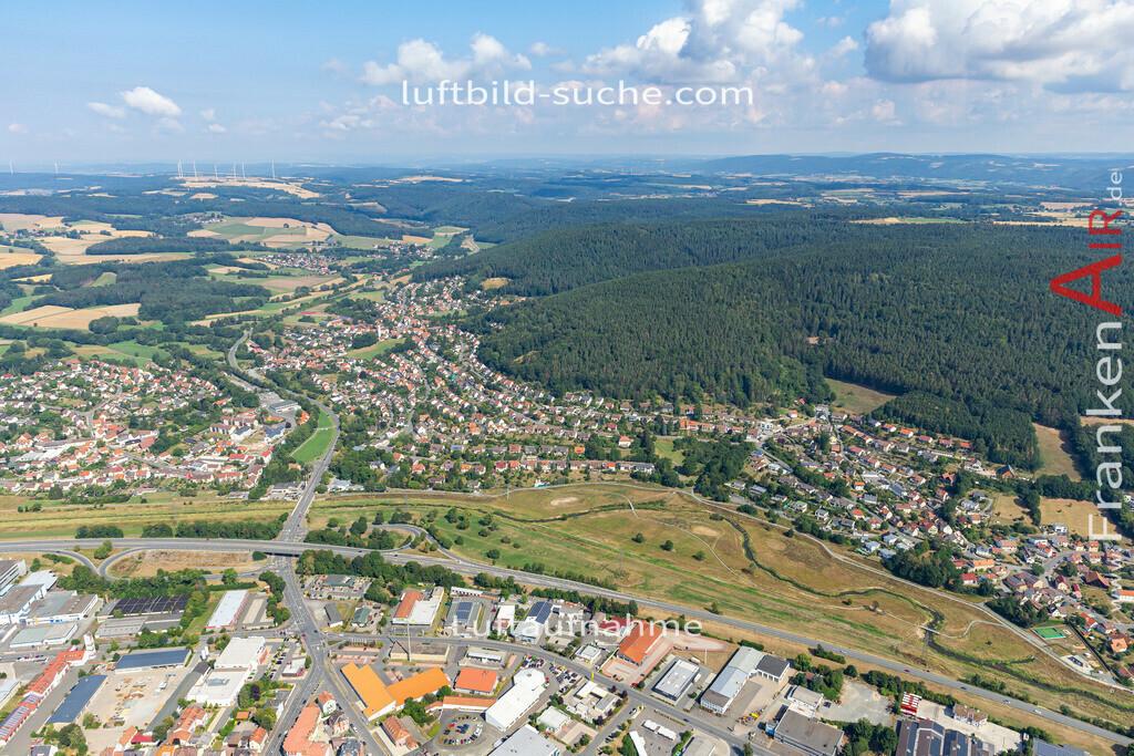 poerbitsch-19-525   aktuelles Luftbild von Poerbitsch   - Luftaufnahme wurde 2019 von https://frankenair.de mittels Flugzeug (keine Drohne) erstellt.