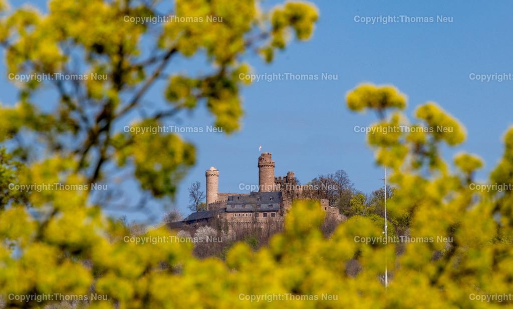 Schloss_DSC_7258 | Bensheim, Schloss Auerbach, wenig ist im Moment im grünen Bereich, hier wurde das Auerbacher Schloss mit dem Teleobjektiv aus der Dammstraße in einen grünen Rahmen gehüllt, durch die Corona Schließung ist es nur aus der Ferne zu genießen,, Bild: Thomas Neu
