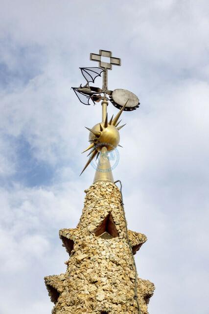 Barcelona Palau Güell Detailaufnahme Architektur Turmspitze mit Figuren   ESP, Spanien, Barcelona, 18.01.2018, Barcelona Palau Güell Detailaufnahme Architektur  [2018 Jahr Christoph Hermann]