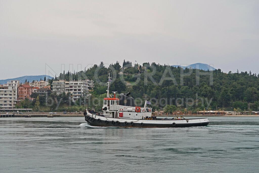 Lotsenboot in der Meerenge von Euripos  | Ein Lotsenboot in der Meerenge von Euripos bei Chalkida.