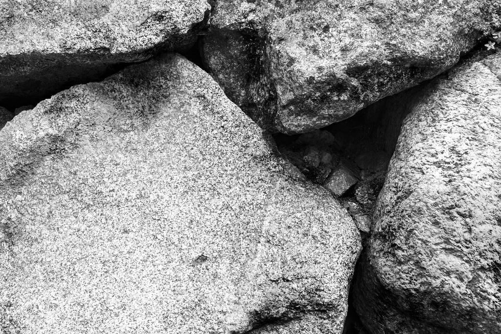 HS2019000070.1.B_W.Projekt-Steinstruktur.Südtirol.volle-auflösung.