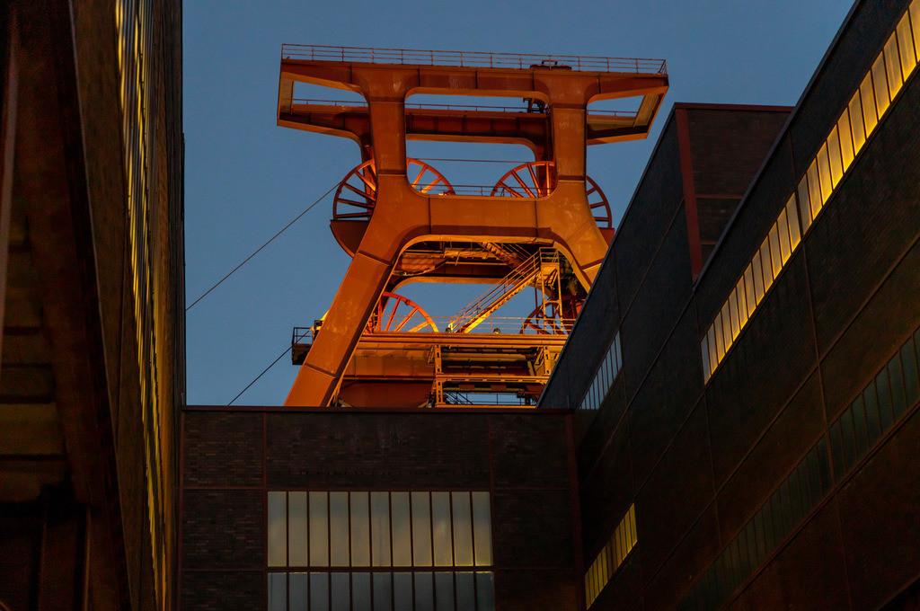JT-181118-041 | Zeche Zollverein in Essen, UNESCO Welterbestätte, Doppelbock Fördergerüst von Schacht XII.