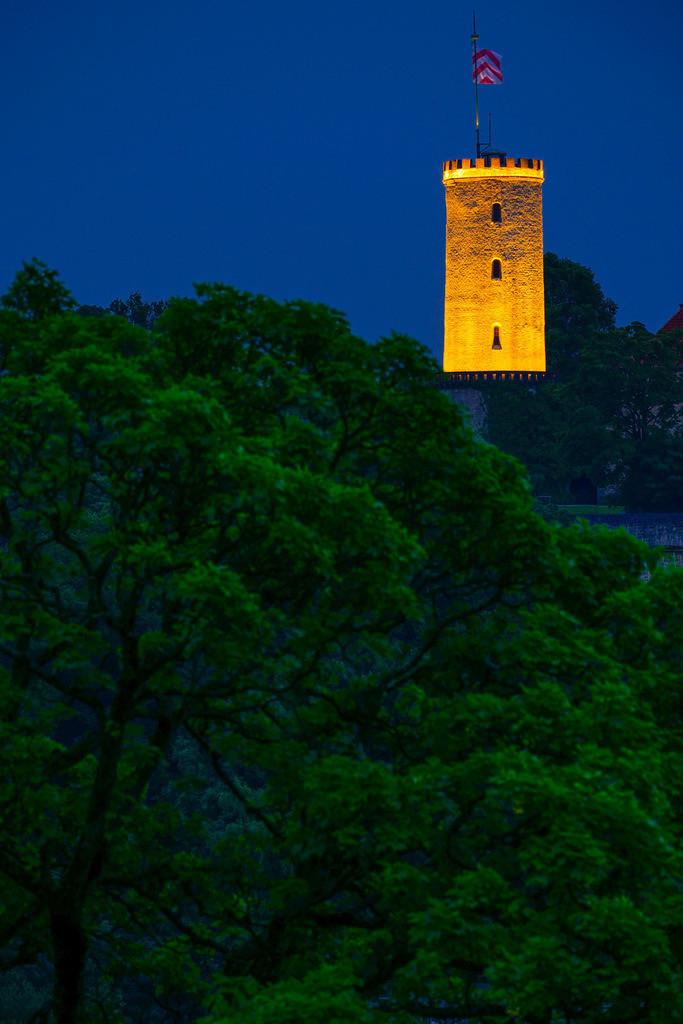 Beleuchteter Turm der Sparrenburg | Beleuchteter Turm der Sparrenburg in Bielefeld.
