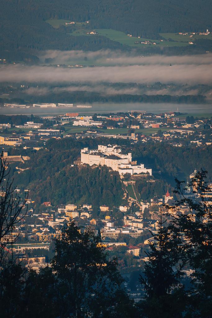 Blick auf die Festung Hohensalzburg | Blick auf die Festung Hohensalzburg bei Sonnenaufgang