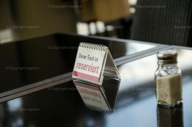 Reservierter Tisch | Ein Schild mit der Aufschrift