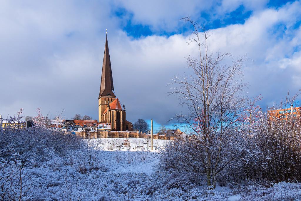 Blick auf die Petrikirche im Winter in der Hansestadt Rostock | Blick auf die Petrikirche im Winter in der Hansestadt Rostock.