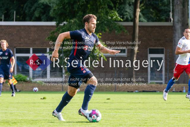 Fußball, Herren, Testspiel, Hamburger SV - FC Midtjylland, HSV-Trainingsplatz am Volksparkstadion, 20.08.2020   Erik Sviatchenko (#28, Midtjylland)