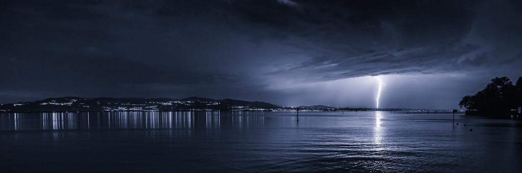 Gewitter über dem schweizer Ufer