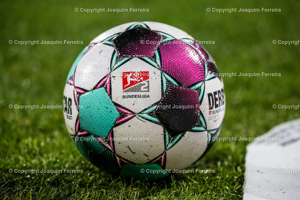 201127_svdvsbvt_0039 | 27.11.2020, xjfx, Fussball 2.BL SV Darmstadt 98 - Eintracht Braunschweig,  emspor, emonline, despor, v.l.,  Symbolbild: Derby Fussball 2.Bundesliga     (DFL/DFB REGULATIONS PROHIBIT ANY USE OF PHOTOGRAPHS as IMAGE SEQUENCES and/or QUASI-VIDEO)
