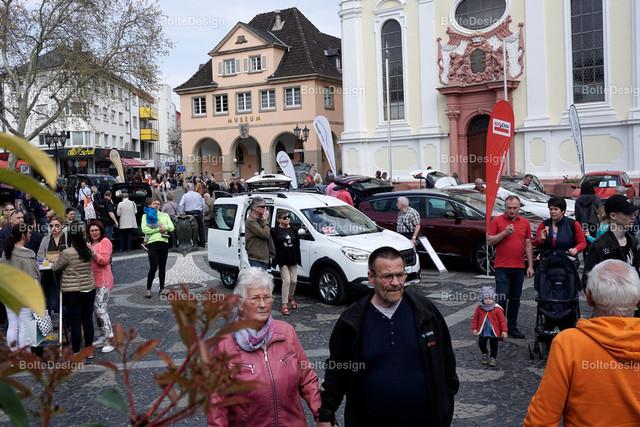 20190407_1627_SONNTAG | FT, Rathausplatz, verkaufsoffener Sonntag, Autoausstellung