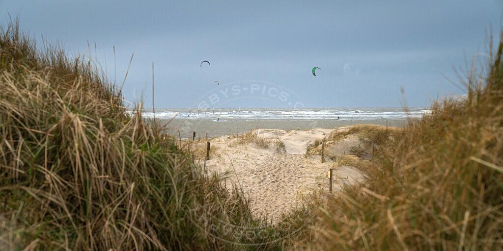 _MGB1987 | Kiter am Strand