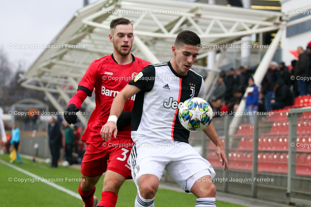191211_levvsjuvu19_0423 | Leverkusen, 11.12.2019 UEFA Youth League Gruppe D Bayer 04 Leverkusen U19 - Juventus Turin emspor, v.l.,  Adrian  Stannilewicz (Bayer 04 Leverkusen U19), Rafael Bandeira (Juventus Turin U19), Zweikampf, Action, Aktion, Battles for the Ball    (DFL/DFB REGULATIONS PROHIBIT ANY USE OF PHOTOGRAPHS as IMAGE SEQUENCES and/or QUASI-VIDEO)