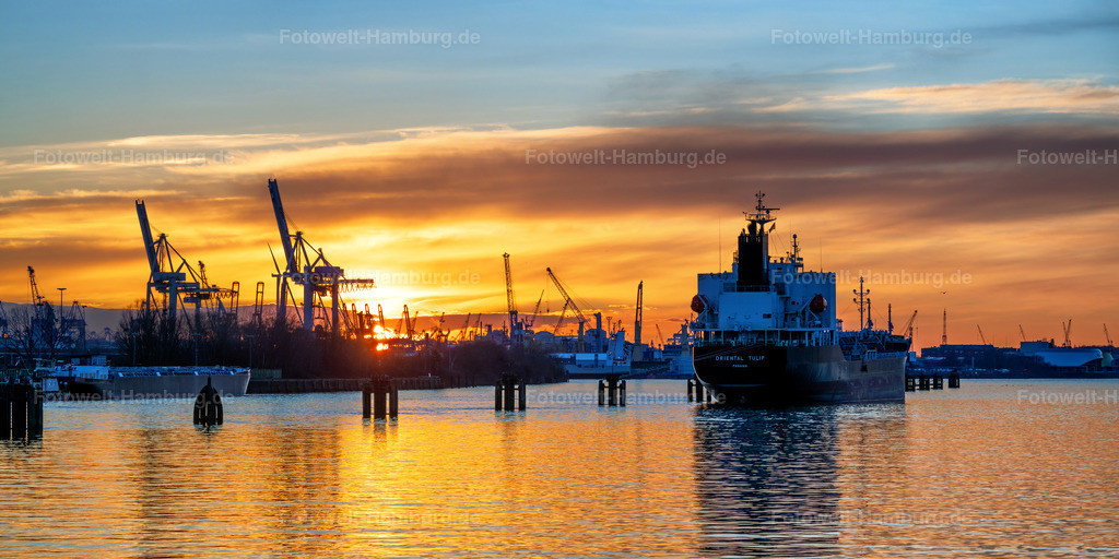 10210314 - Sonnenuntergang am Baakenhafen | Blick über die Elbe auf das Tankschiff