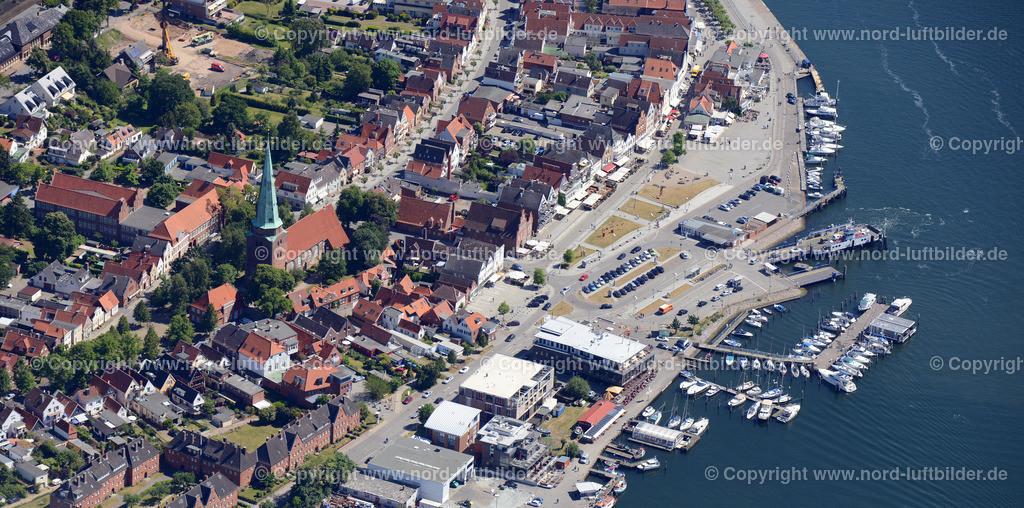 Travemünde_ELS_8657151106 | Travemünde - Aufnahmedatum: 10.06.2015, Aufnahmehöhe: 663 m, Koordinaten: N53°56.956' - E10°50.900', Bildgröße: 7360 x  3653 Pixel - Copyright 2015 by Martin Elsen, Kontakt: Tel.: +49 157 74581206, E-Mail: info@schoenes-foto.de  Schlagwörter;},Hafen,Fähre,Ferienort,Strand,Schleswig Holstein,Foto,Luftbild, Luftaufnahme,
