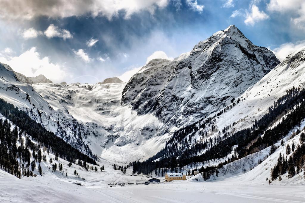 Lüsens | Alpengasthof Lüsens mit dem Fernerkogel