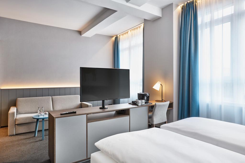 zimmer-deluxe-kingzimmer-08-hplus-hotel-bremen.tif