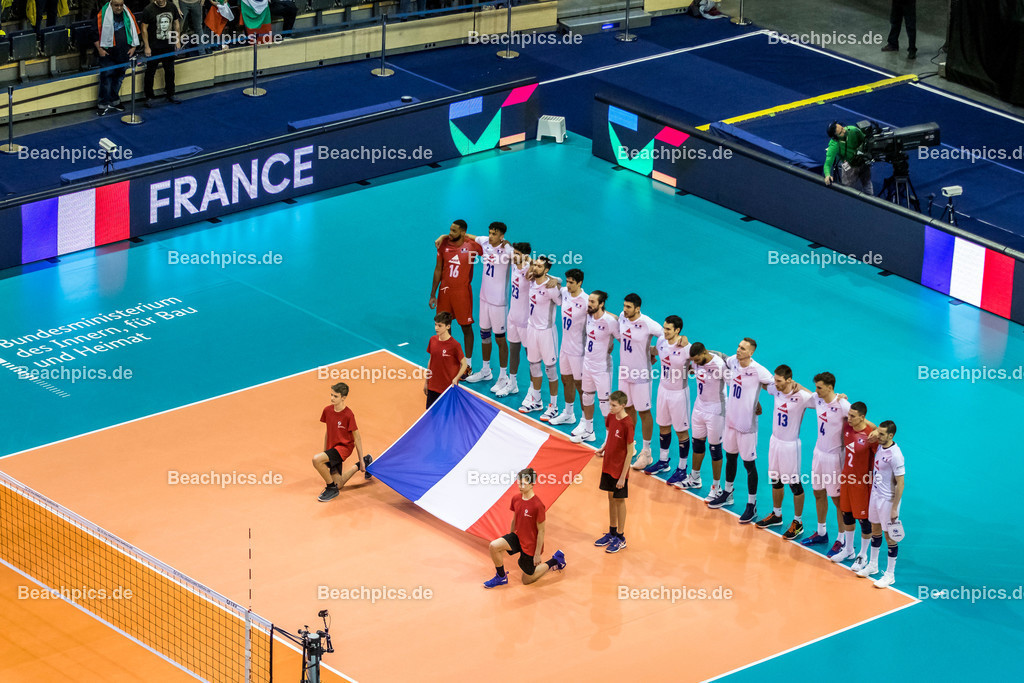 2020-00057068-CEV-European-Olympic-Qualification-Tokyo-2020 | Nationhymne Mannschaft Frankreich; 06.01.2020; Berlin, ; Foto: Gerold Rebsch - www.beachpics.de