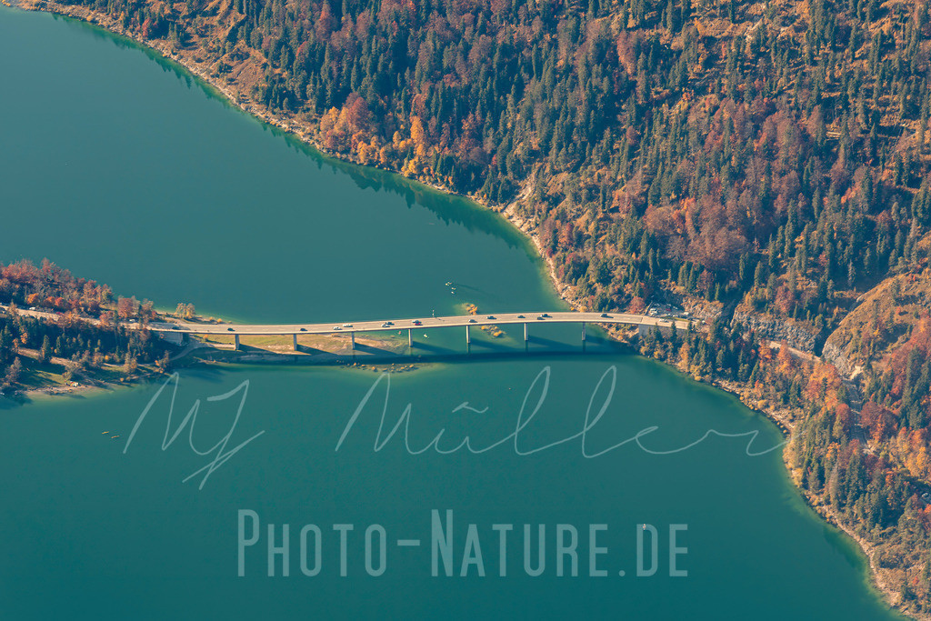 Fotogene Brücke | Einmalige Perspektive auf die Brücke im Sylvensteinspeicher